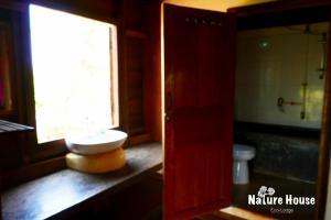 Nature House, Комплексы для отдыха с коттеджами/бунгало  Banlung - big - 24