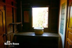 Nature House, Комплексы для отдыха с коттеджами/бунгало  Banlung - big - 28