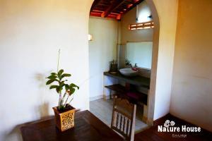 Nature House, Комплексы для отдыха с коттеджами/бунгало  Banlung - big - 32