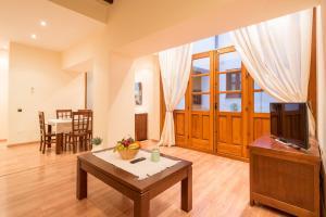 Ahro Suites, Апартаменты  Малага - big - 103
