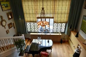 Suite (upstairs)
