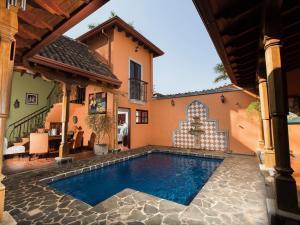 Casa Leona, Tamarindo