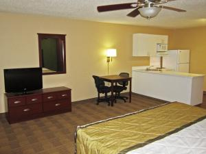 Deluxe Studio with 1 King Bed - Non Smoking