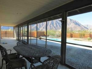 St. Vincent: Swim by the Mountains Home, Holiday homes  Borrego Springs - big - 8