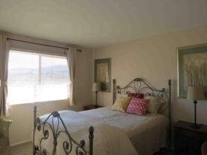 St. Vincent: Swim by the Mountains Home, Holiday homes  Borrego Springs - big - 21