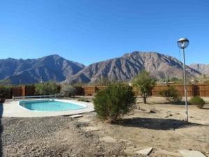 St. Vincent: Swim by the Mountains Home, Holiday homes  Borrego Springs - big - 4