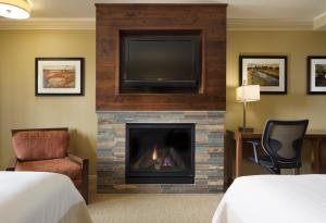 Premier Two Queen Room with Fireplace