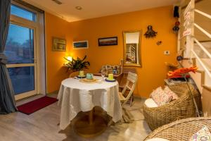 Les Chambres de Jeannette, Bed & Breakfasts  Marseille - big - 96