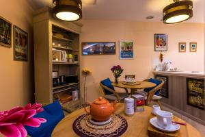 Les Chambres de Jeannette, Bed & Breakfasts  Marseille - big - 94