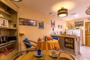 Les Chambres de Jeannette, Bed & Breakfasts  Marseille - big - 90
