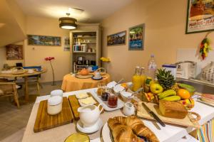 Les Chambres de Jeannette, Bed and Breakfasts  Marseille - big - 83