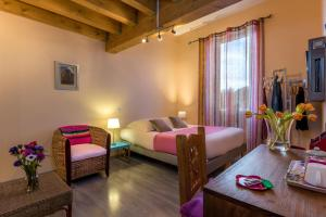 Les Chambres de Jeannette, Bed & Breakfasts  Marseille - big - 1