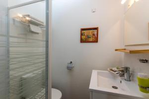 Les Chambres de Jeannette, Bed & Breakfasts  Marseille - big - 6