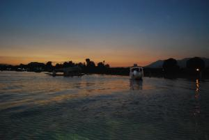 Goonapalace Group of Houseboats, Ботели  Сринагар - big - 119