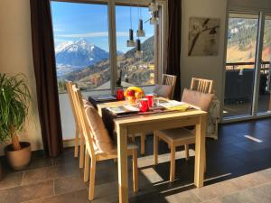 Swiss Lakeview Apartment, Apartmány  Beatenberg - big - 77