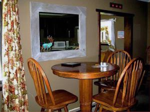 Tumbling Waters Inn, Motels  Lava Hot Springs - big - 14