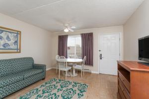 Deluxe Suite with Two Double Beds and Sofa Bed - Non-Smoking