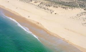 By the Beach, Apartments  Almancil - big - 2