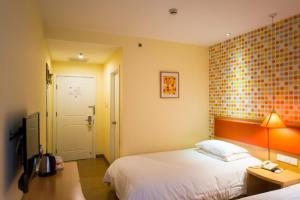 Home Inn Dalian Gangwan Square, Отели  Далянь - big - 3