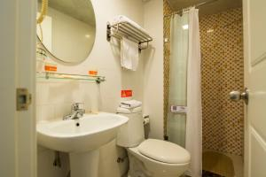 Home Inn Dalian Railway Station South Square Huanghe Road, Отели  Далянь - big - 13