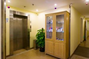Home Inn Dalian Railway Station South Square Huanghe Road, Отели  Далянь - big - 20