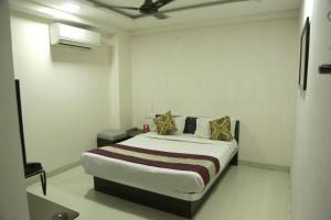 OYO Rooms Near Sarvate Bus Stand 2