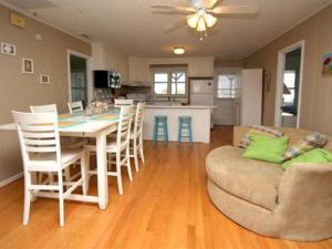 The Beach Cottage Home, Holiday homes  Myrtle Beach - big - 11