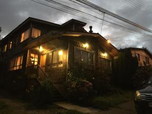Hostal Mirando al Mar, Guest houses  Puerto Montt - big - 2