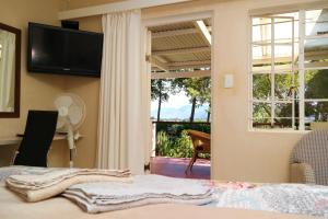Classic Double Room with Shower and Garden View