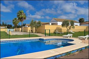 Bungalow complejo III, Holiday homes  Conil de la Frontera - big - 1
