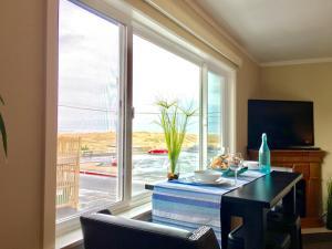 Deluxe King Studio with Partial Ocean View - Pet Friendly #210