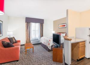 Hawthorn Suites by Wyndham Louisville North, Hotels  Jeffersonville - big - 33