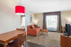 Hawthorn Suites by Wyndham Louisville North, Hotels  Jeffersonville - big - 12