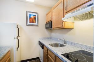 Hawthorn Suites by Wyndham Louisville North, Hotely  Jeffersonville - big - 18