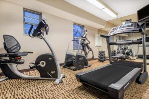 Hawthorn Suites by Wyndham Louisville North, Hotels  Jeffersonville - big - 17