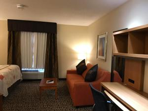 Hawthorn Suites by Wyndham Louisville North, Hotels  Jeffersonville - big - 28