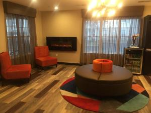 Hawthorn Suites by Wyndham Louisville North, Hotels  Jeffersonville - big - 29