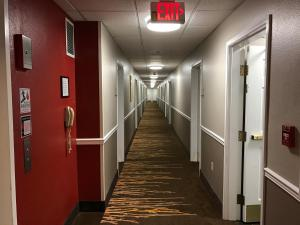 Hawthorn Suites by Wyndham Louisville North, Hotely  Jeffersonville - big - 31