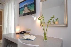 The Saint Vlassis, Hotels  Naxos Chora - big - 77