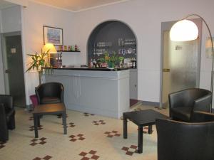 Logis Hostellerie Du Cheval Blanc, Отели  Сент-Мор-де-Тур - big - 24