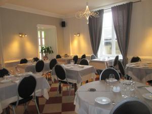 Logis Hostellerie Du Cheval Blanc, Отели  Сент-Мор-де-Тур - big - 20