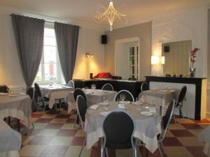 Logis Hostellerie Du Cheval Blanc, Отели  Сент-Мор-де-Тур - big - 22