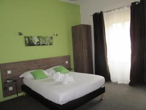 Logis Hostellerie Du Cheval Blanc, Отели  Сент-Мор-де-Тур - big - 21