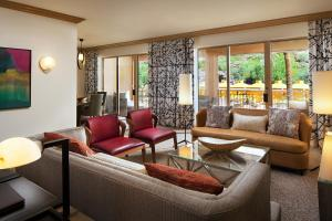Canyon Suite with Pool View