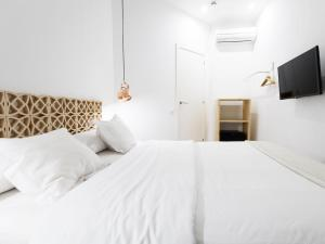 Tiny Single Room with Shared Bathroom