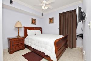 Three-Bedroom Apartment 1305