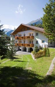 Hotel Vioz, Hotely  Peio Fonti - big - 10