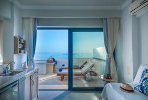 Pyrgos Blue, Aparthotely  Malia - big - 9