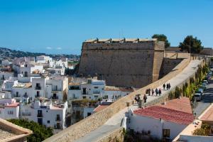Apartamentos Xereca - Dalt Vila IV, Case vacanze  Ibiza città - big - 2