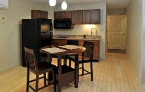 King Suite with Kitchenette with Sofa Bed - Non smoking